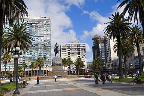 Statue of Artigas, Plaza Independencia (Independence Square), Montevideo, Uruguay, South America