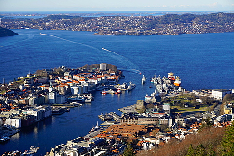 View of Bergen from Mount Floyen, Bergen, Hordaland, Norway, Scandinavia, Europe