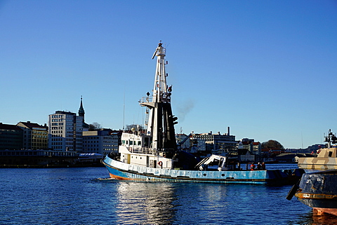 View on the harbour with trawler, Bergen, Hordaland, Norway, Scandinavia, Europe - 641-13313