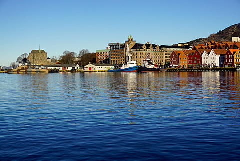 View on the harbour and the Rosenkrantztarnet Tower, and the old Hanseatic quarter, Bryggen, City of Bergen, Hordaland, Norway, Scandinavia, Europe