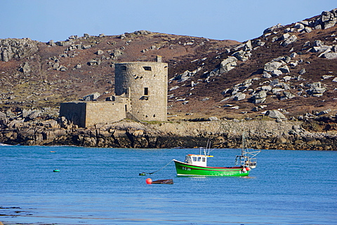 Fishing boat, Cromwell's Castle on Tresco, Isles of Scilly, England, United Kingdom, Europe - 641-13383