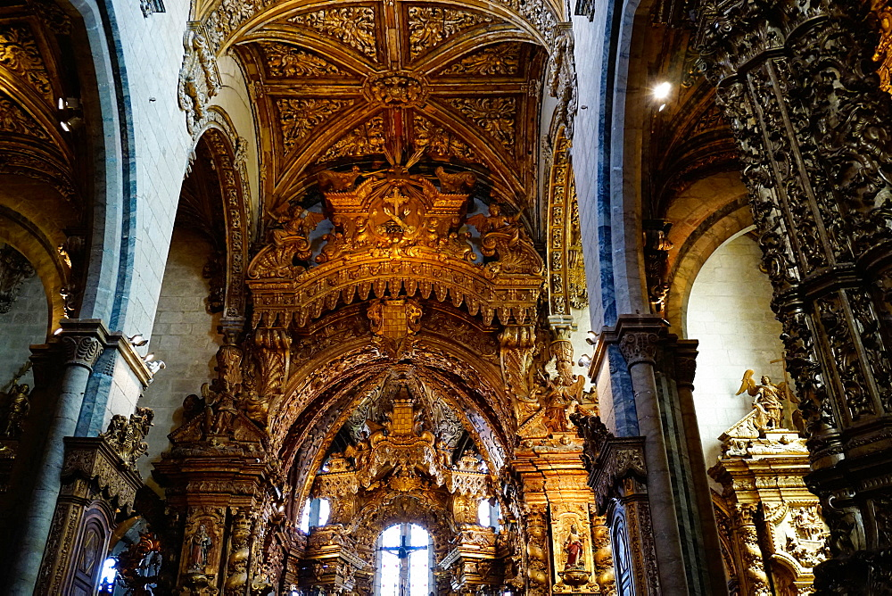 Sao Francisco Church, 600 years old, in the Ribiera district, UNESCO World Heritage Site, Porto (Oporto), Portugal, Europe - 641-13406