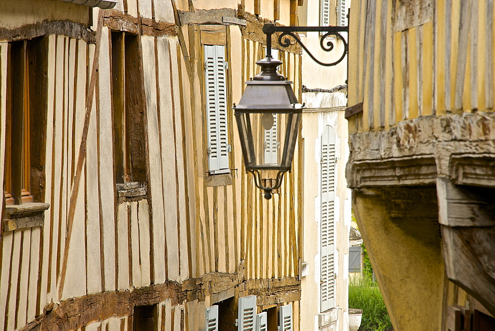 Medieval house facade, half timbered, old town, Macon, Saone et Loire1, Bourgogne (Burgundy), France, Europe - 665-5446