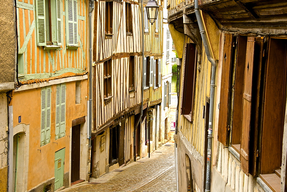 Medieval houses facades, half timbered, old town, Macon, Saone et Loire, Bourgogne (Burgundy), France, Europe - 665-5447