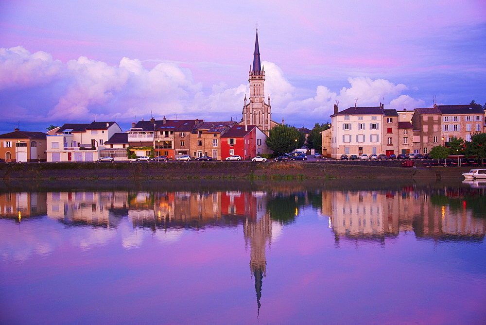 Yonne riverbanks at sunset, Auxerre, Yonne, Bourgogne (Burgundy), France, Europe - 665-5449