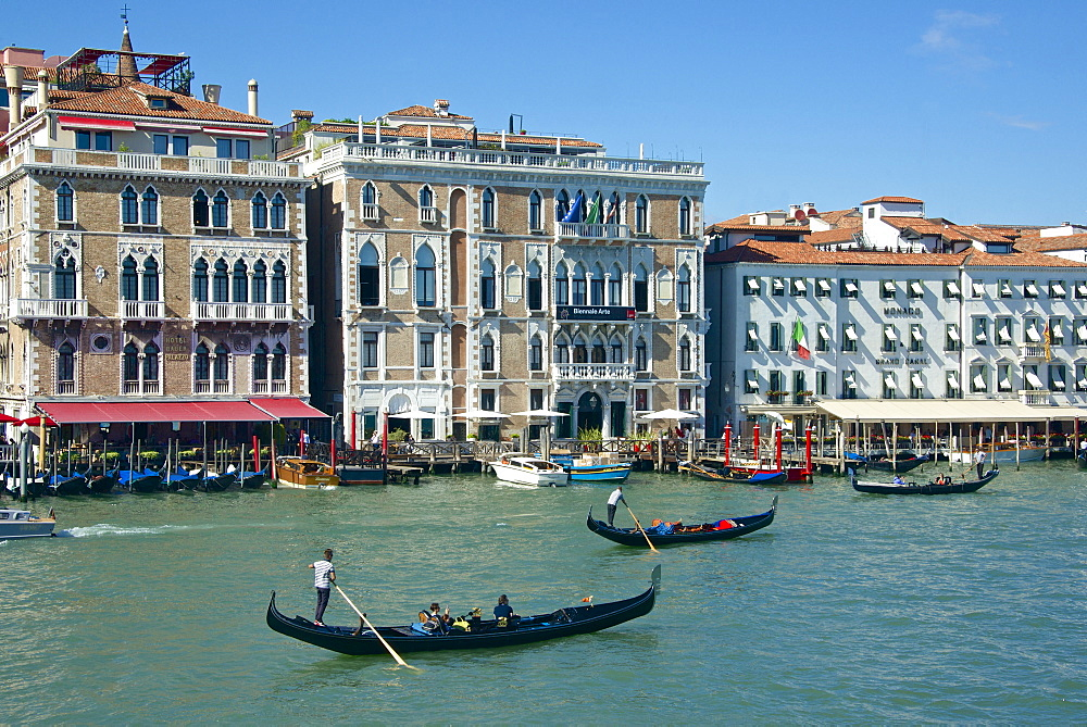 Gondolas, gondoliers and tourists, Hotel Bauer and palace facades on the Grand Canal, Venice, UNESCO World Heritage Site, Veneto, Italy, Europe - 665-5477