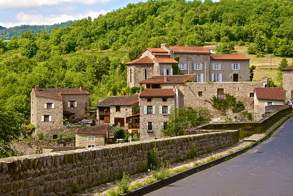 Perched medieval village, Allier River, Auvergne, Haute Loire, France, Europe - 665-5510