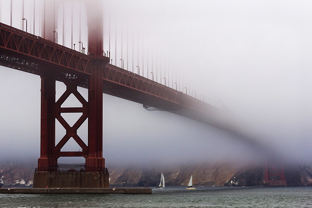 Golden Gate Bridge in the mist, San Francisco, California, United States of America, North America - 667-2547