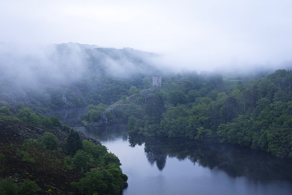 Dawn, Crozant Castle and the River Creuse, Limousin, France, Europe - 667-2577