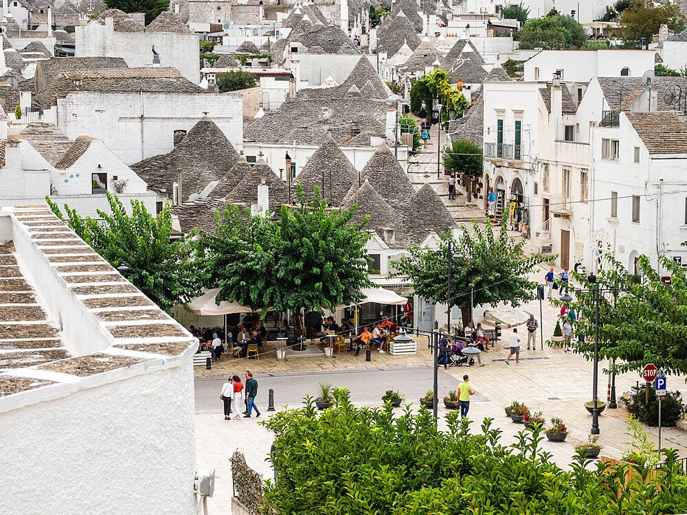 View of the town and trulli houses, Alberobello, UNESCO World Heritage Site, Puglia, Italy, Europe - 667-2687