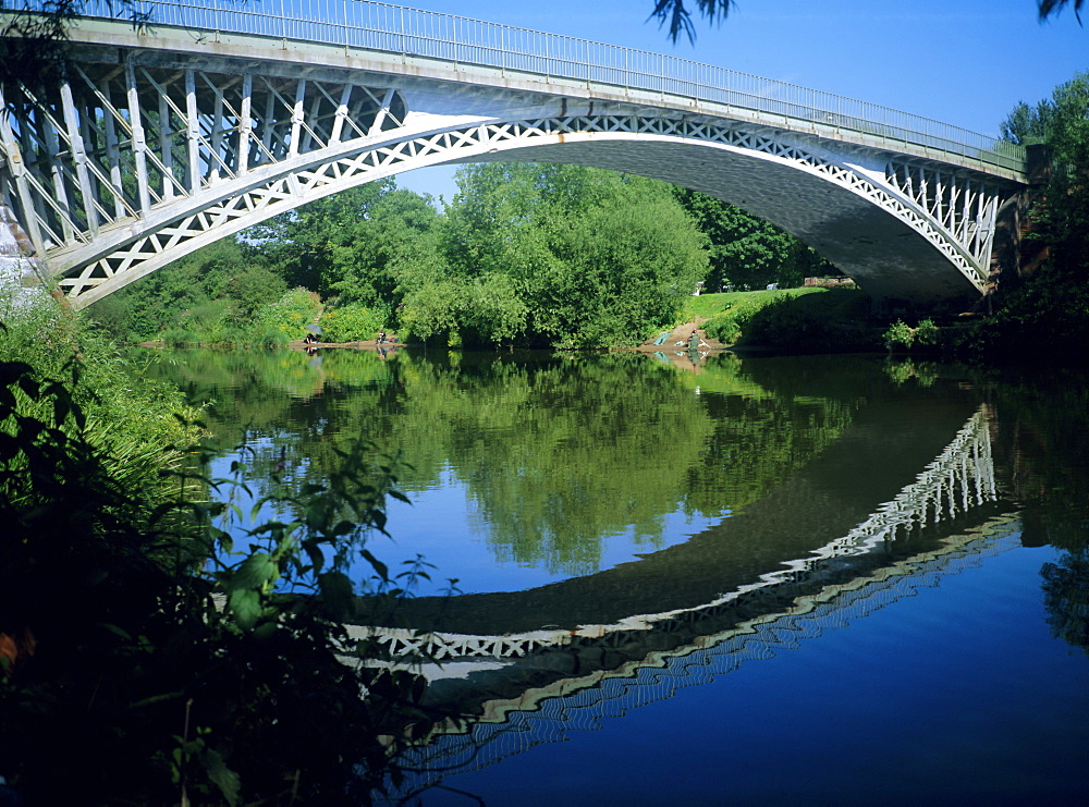 Thomas Telford's Bridge built in 1826 over the River Severn, Holt Fleet, Worcestershire, England, UK, Europe