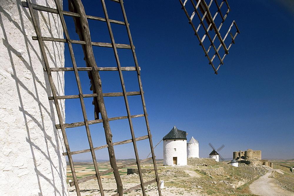 Castle and windmills, Consuegra, Ruta de Don Quixote, Castile la Mancha, Spain, Europe