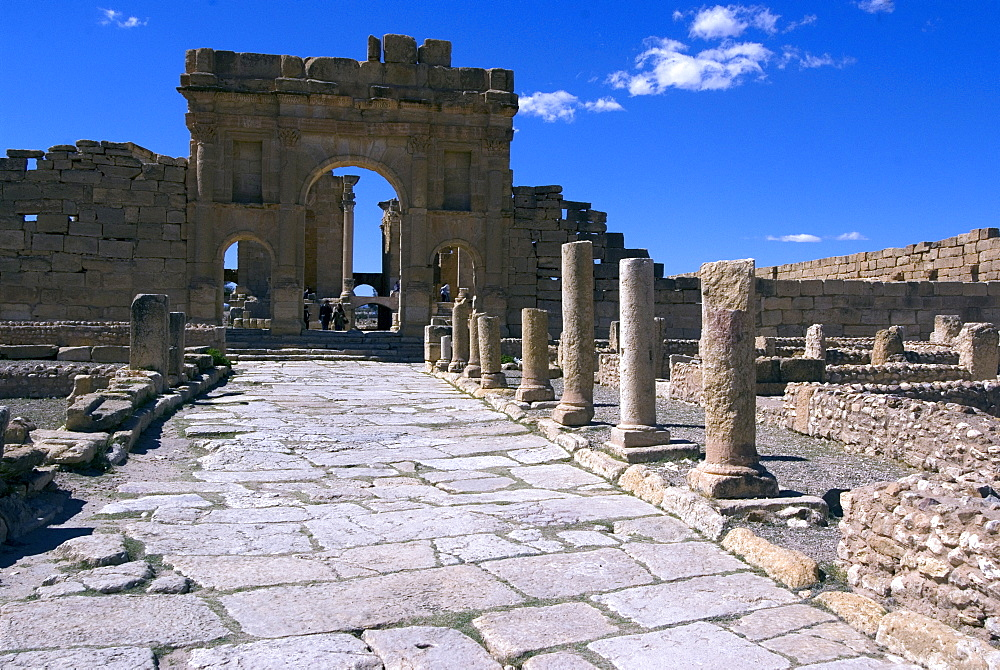 The main road towards the Antonine Gate, Forum and Capitolium, Roman ruin of Sbeitla, Tunisia, North Africa, Africa