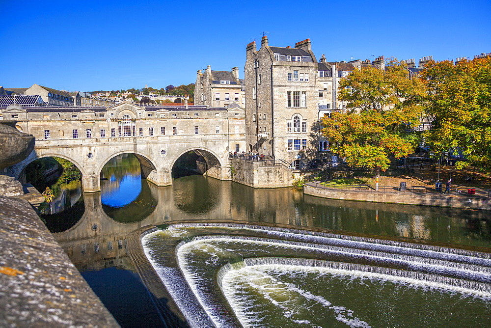 Bath Weir and Pulteney Bridge on the River Avon, Bath, UNESCO World Heritage Site, Somerset, England, United Kingdom, Europe - 696-791