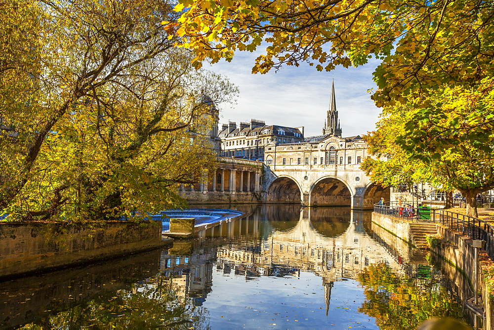 Pulteney Bridge reflected in the River Avon, Bath, UNESCO World Heritage Site, Somerset, England, United Kingdom, Europe - 696-793