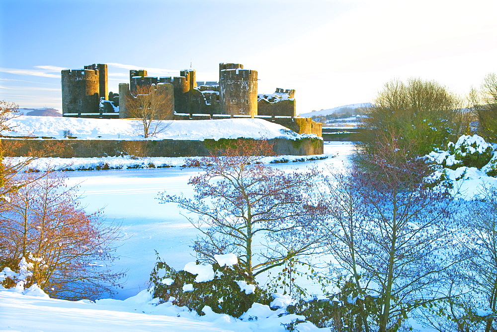 Caerphilly Castle, Snow, Caerphilly, Cardiff, Wales, UK - 696-835