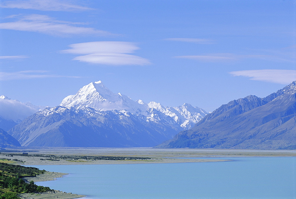 Mt Cook and Lake Pukaki, Mount Cook National Park, Southern Alps, Canterbury, South Island, New Zealand