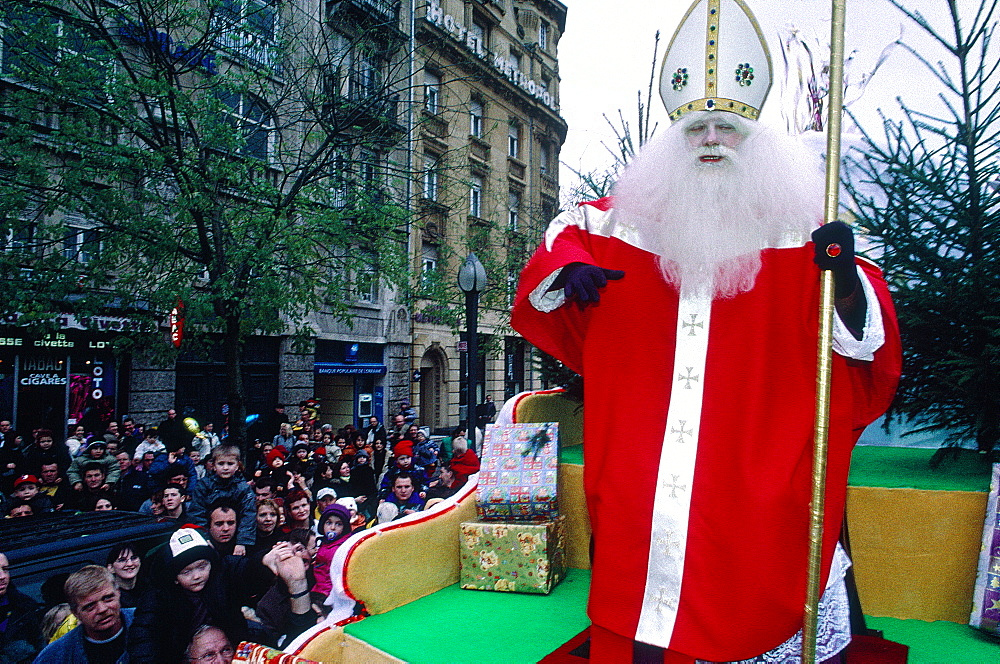 France, Lorraine, Moselle (57), Metz, Santa Klaus Dressed As A Bishop For Xmas Festival