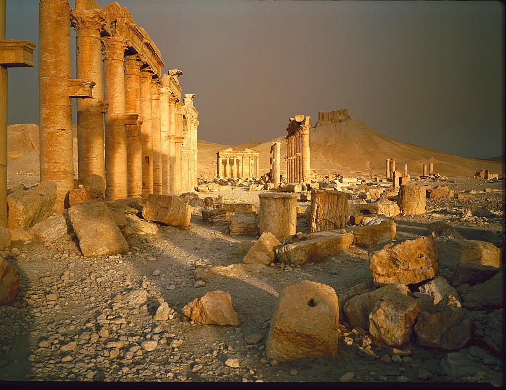 Syria, Palmyra, Roman Ruins At Sunrise