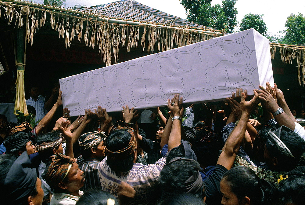 Indonesia, Bali, Agung, Burial Ceremony Of A Brahman In His House Yard, The Coffin Is Held By The Family Members