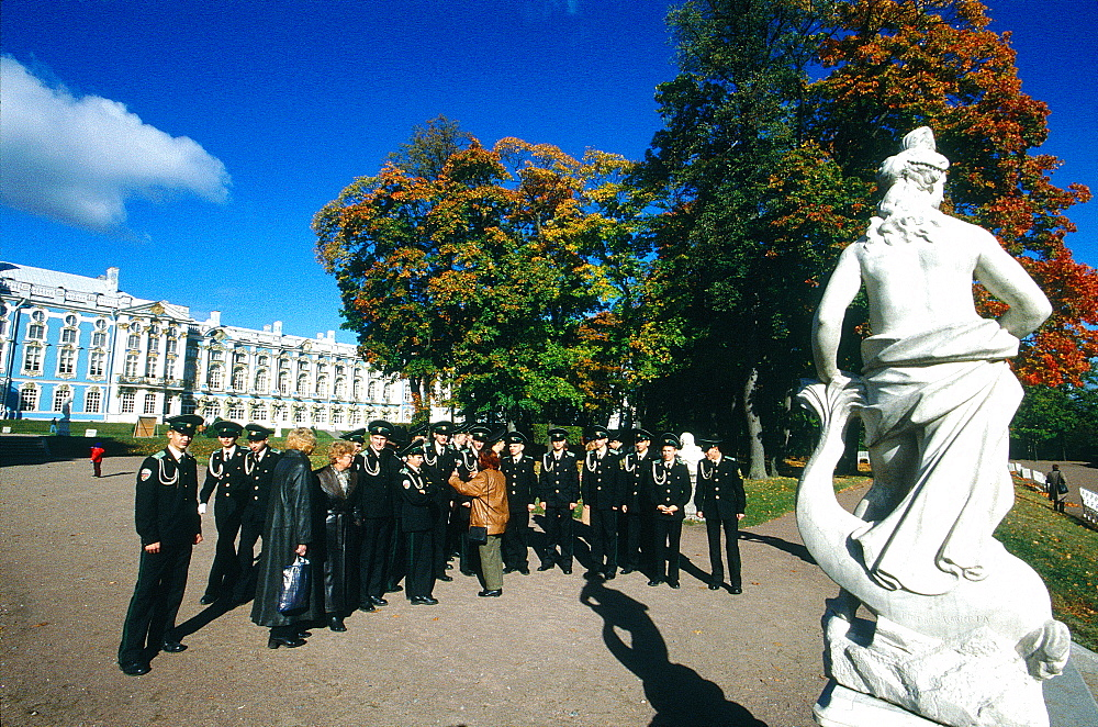 Russia, St-Petersburg, Tsarskoie Selo (Pushkin), Catherine Ii Palace, Group Of Sailors Visiting In The Park At Fall