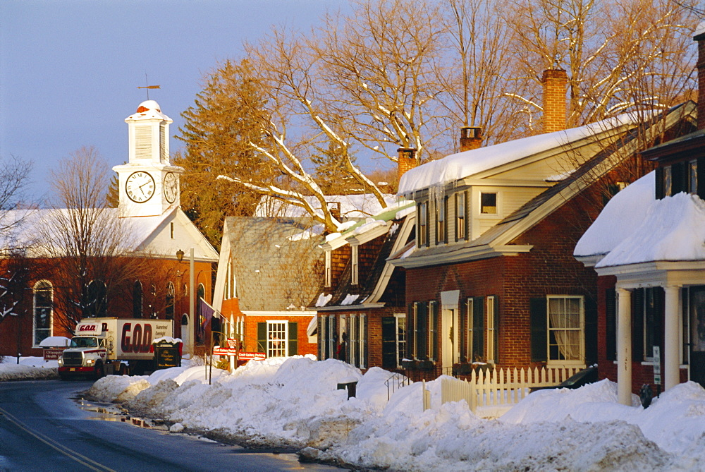 The New England town of Woodstock in Winter, Vermont. USA *** Local Caption ***   - 700-9621