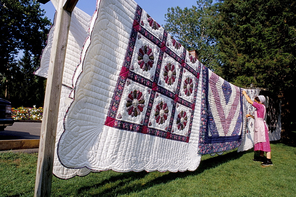Quilts hanging on a line, Amish country, Pennsylvania, United States of America, North America