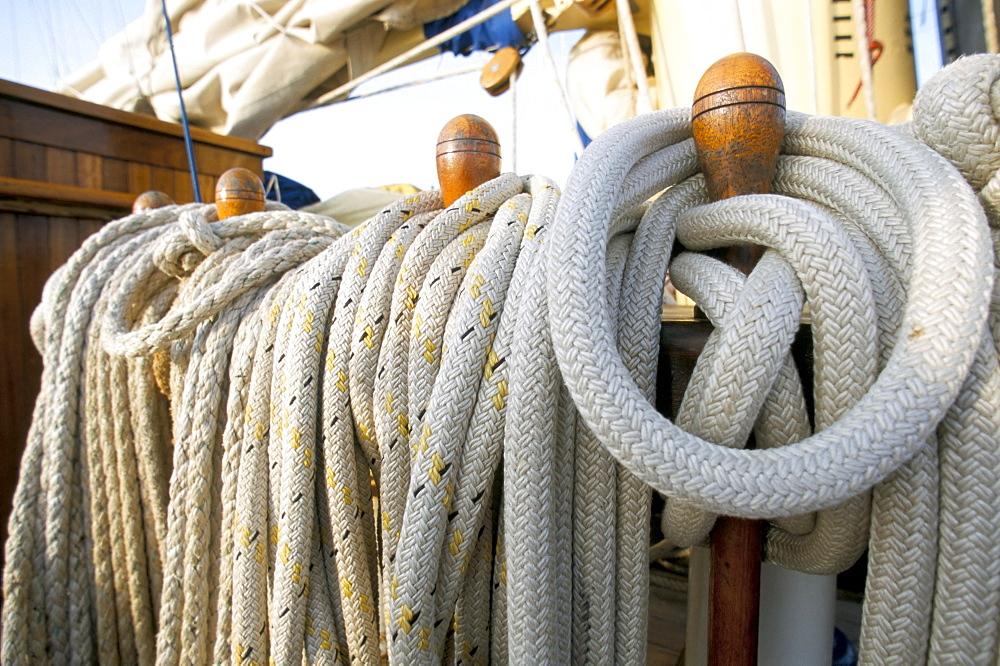 Rope on deck of cruise ship, Southeast Asia, Asia - 700-9834