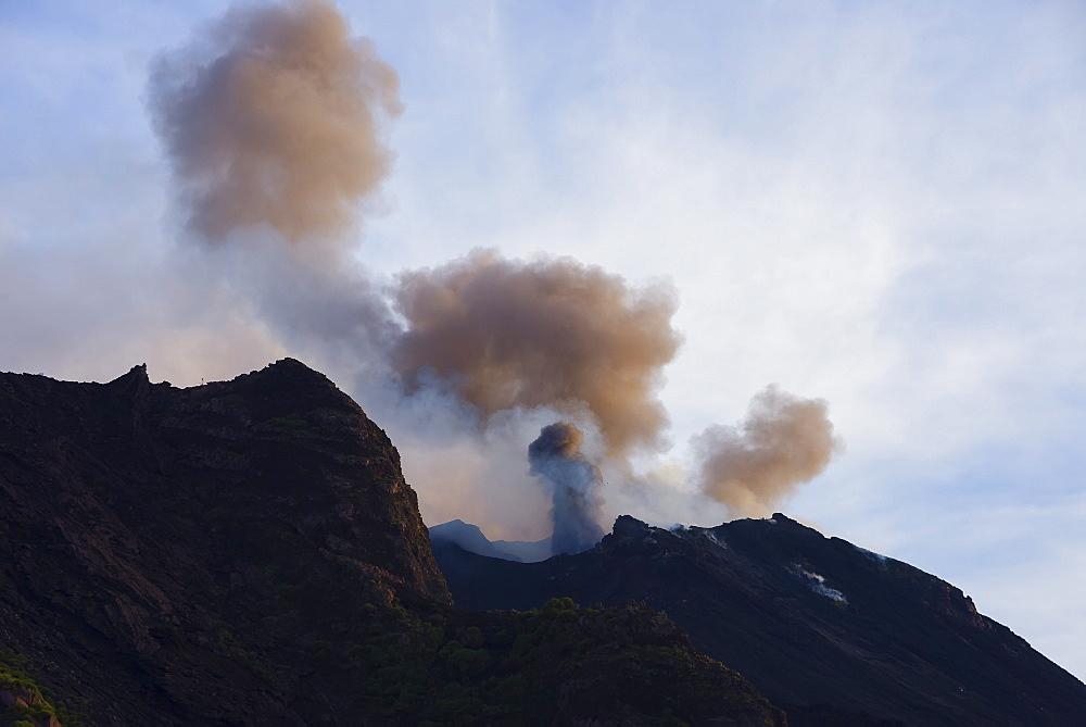 Stromboli volcano erupting, Stromboli, Aeolian Islands, UNESCO World Heritage Site, Sicily, Italy, Mediterranean, Europe