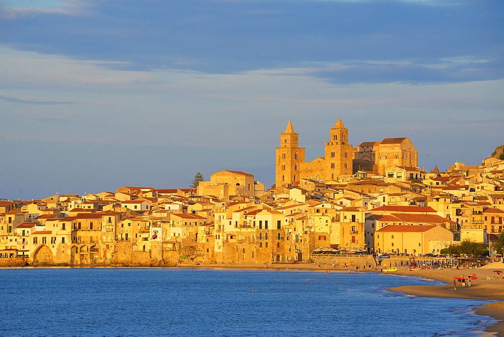 Old town, Cefalu, Sicily, Italy, Mediterranean, Europe - 718-2167