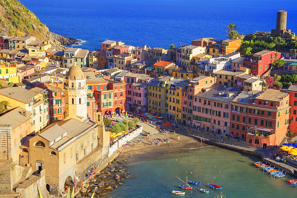 The colorful sea village of Vernazza, Cinque Terre, UNESCO World Heritage Site, Liguria, Italy, Europe - 718-2223