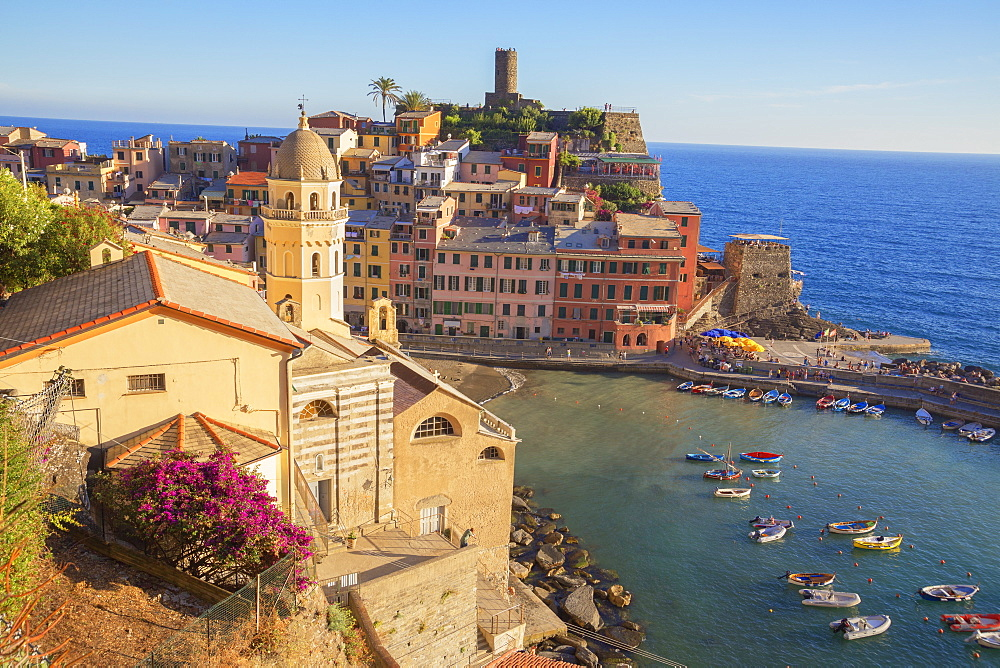 The colorful sea village of Vernazza, Cinque Terre, UNESCO World Heritage Site, Liguria, Italy, Europe - 718-2225