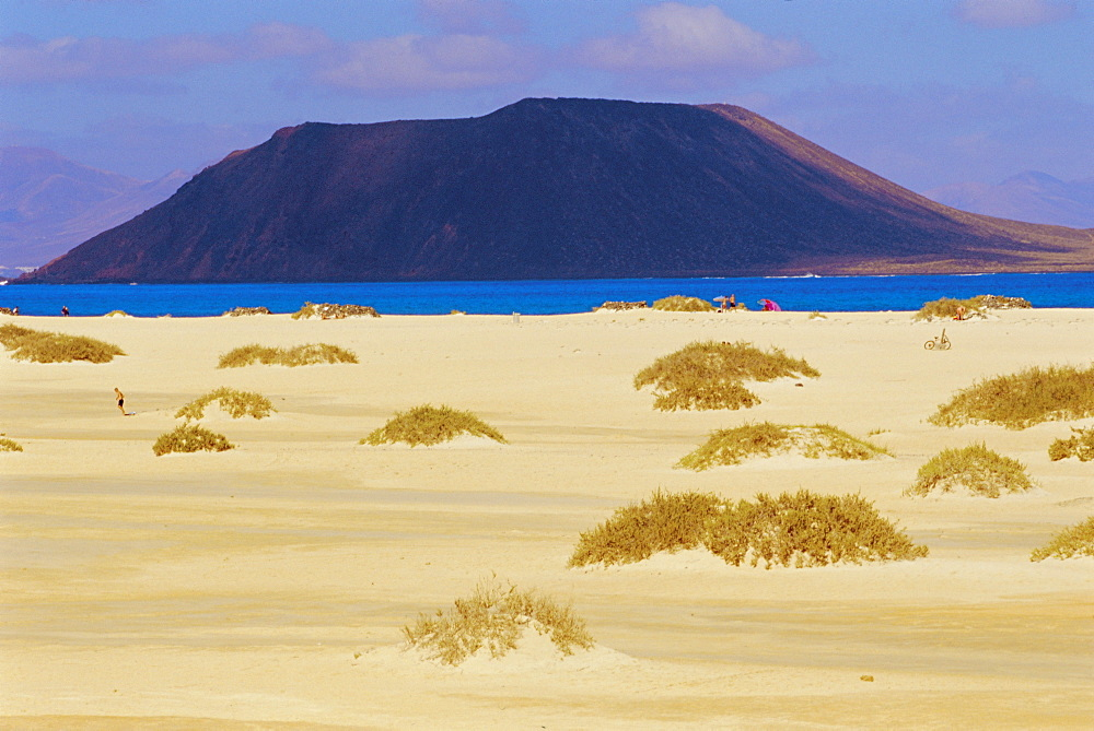Sandy dunes and 'Isla de los Lobos' in the background, Corralejos, Fuerteventura, Canary Islands, Spain - 718-414