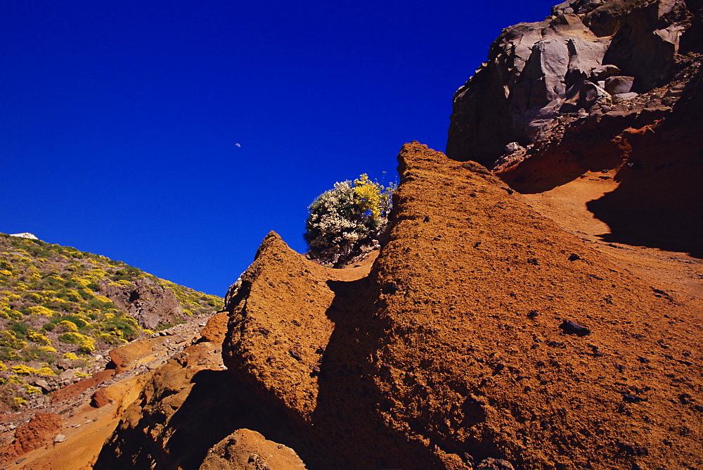 Barren 'moonscape' landscape near Roque de los Muchachos, Parque Nacional de la Caldera de Taburiente, La Palma, Canary Islands, Spain, Europe
