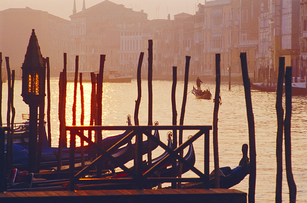 Sunset, The Grand Canal near the Rialto Bridge, Venice, Veneto, Italy *** Local Caption ***   - 724-186