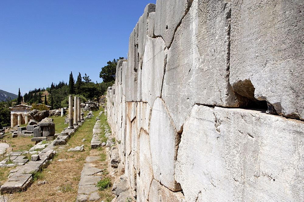 The Polygonal wall, a retaining wall built after the destruction of the old temple of Apollo in 548 BC, Delphi, UNESCO World Heritage Site, Peloponnese, Greece, Europe