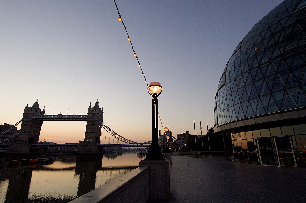 City Hall (London Assembly Building), Queens Walk, Thames Path, Tower Bridge and the River Thames, London, England, United Kingdom, Europe