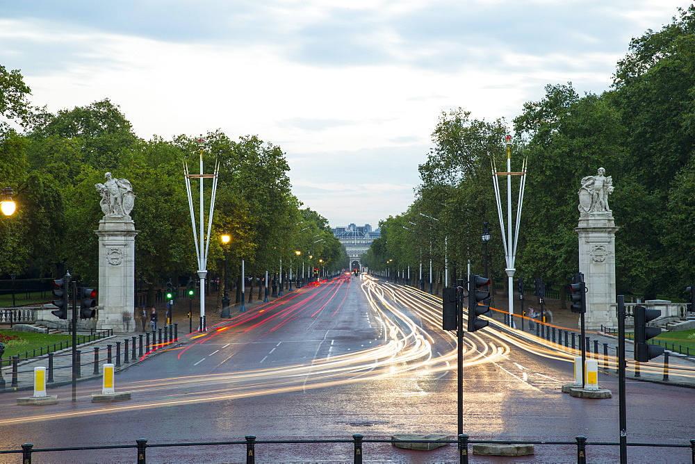 Constitution Hill at Buckingham Palace, London, England, United Kingdom, Europe - 728-6243