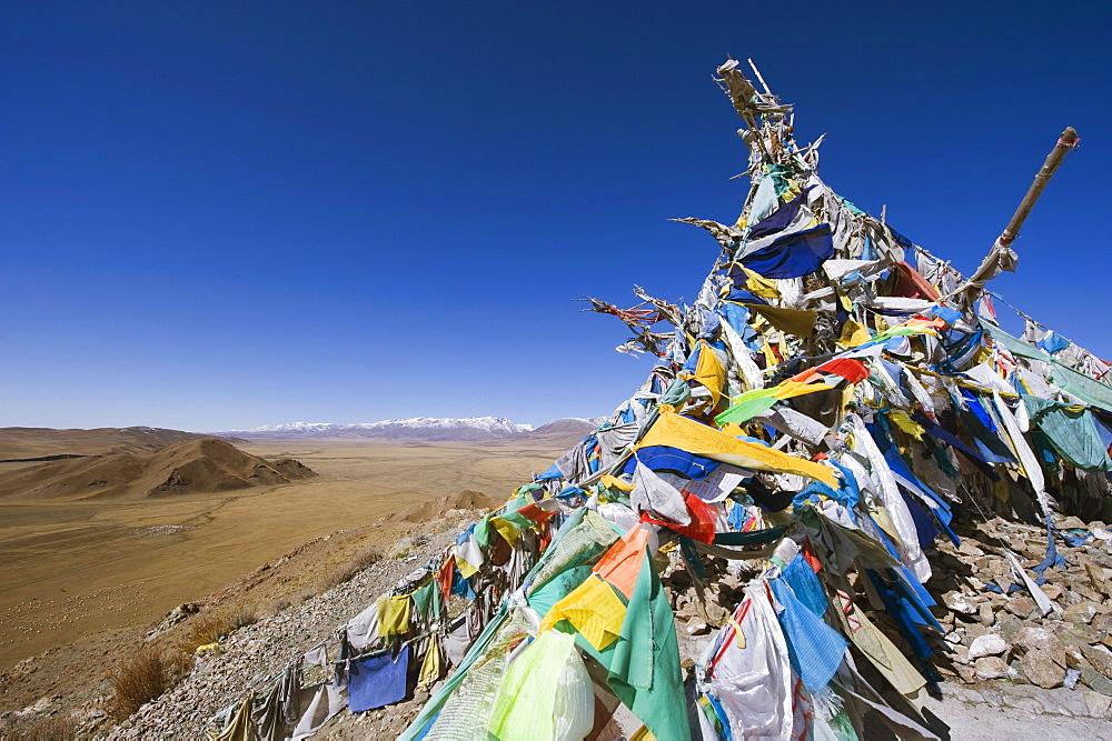 Prayer flags and sacred site overlooking Bayanbulak, Xinjiang Province, China, Asia