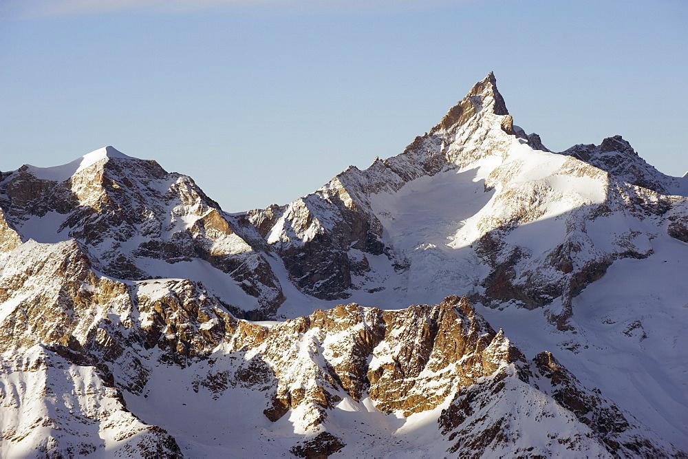 Zinalrothorn, 4221m, mountain scenery in Cervinia ski resort, Cervinia, Valle d'Aosta, Italian Alps, Italy, Europe - 733-4333