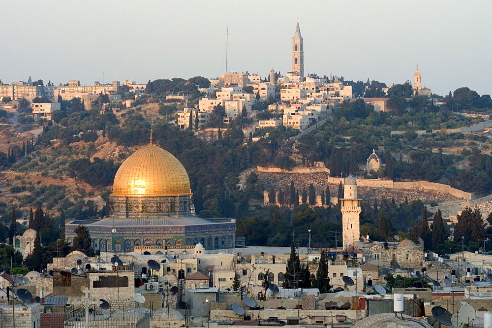 Dome of the Rock, Haram ash-Sharif (Temple Mount), Old Walled City, UNESCO World Heritage Site, and Mount of Olives, Jerusalem, Israel, Middle East