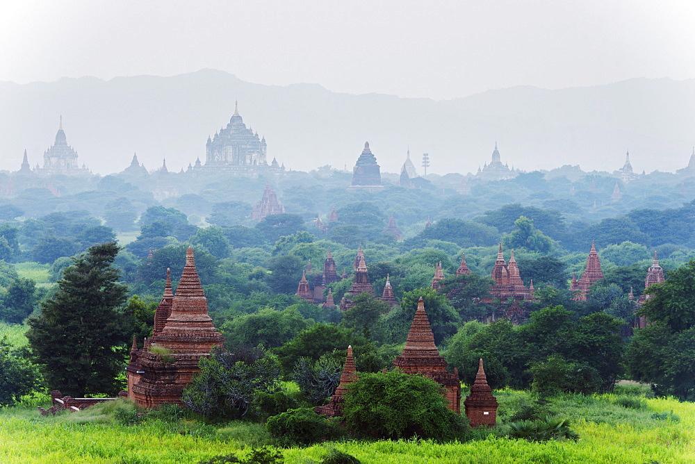 Temples on Bagan plain, Bagan (Pagan), Myanmar (Burma), Asia