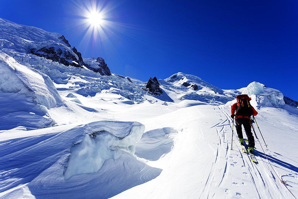 Ski tourer on Mont Blanc, Chamonix, Rhone Alpes, Haute Savoie, French Alps, France, Europe