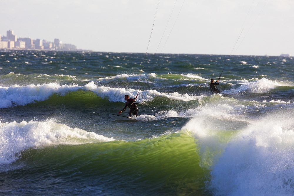 South Africa, Western Cape, Cape Town, Table Mountain, kite surfing