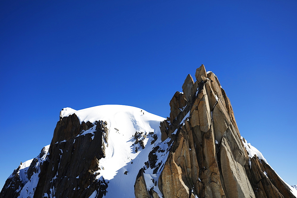 Climbers on Midi Plan traverse, Chamonix, Haute Savoie, Rhone Alpes, French Alps, France, Europe