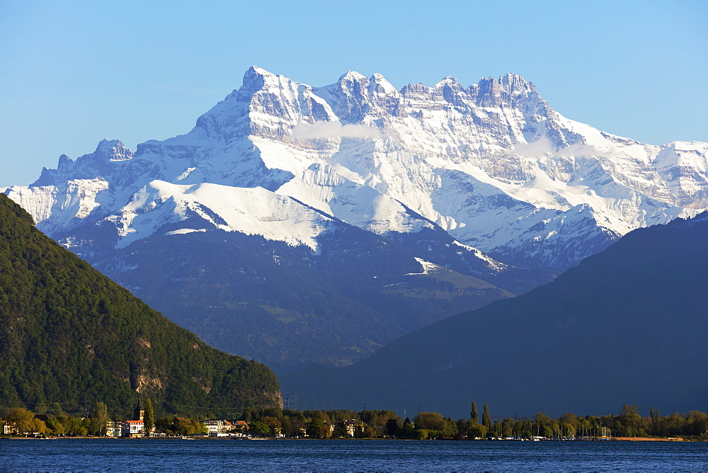 Lake Geneva (Lac Leman) and Dent du Midi, 3257m, Villeneuve, Vaud, Switzerland, Europe