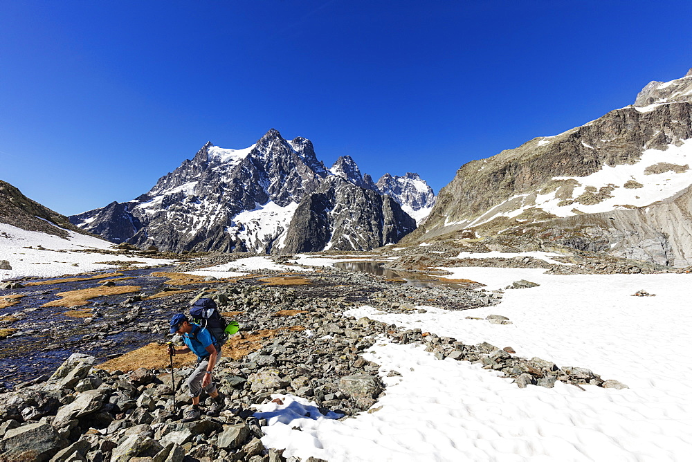 Hiker on a mountain trail, Barre des Ecrins, Ecrins National Park, French Dauphine Alps, Haute Alpes, France, Europe - 733-7493
