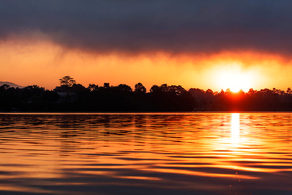 Sunrise on Phewa Lake, Pokhara, Pokara Valley, Nepal, Asia