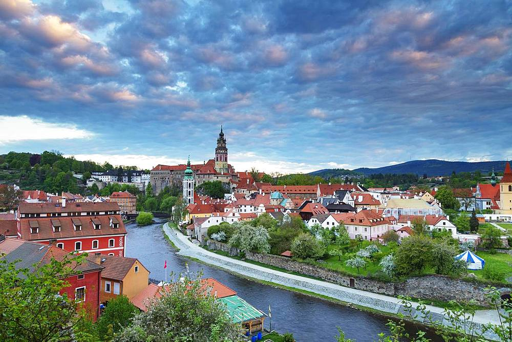 Cesky Krumlov Castle dating back to 1240, Cesky Krumlov, UNESCO World Heritage Site, South Bohemia, Czech Republic, Europe