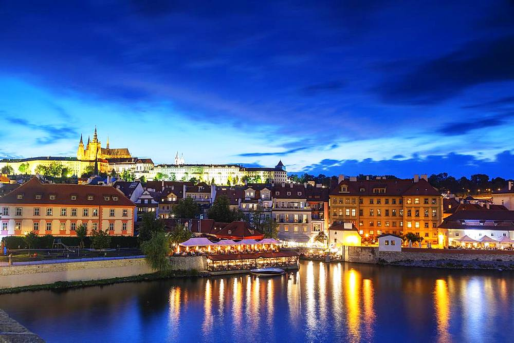 Prague Castle and St. Vitus Cathedral above Vltava River, Prague, UNESCO World Heritage Site, Bohemia, Czech Republic, Europe